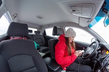 Si può usare il cellulare se auto in sosta, ferma in coda ...