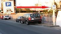 Parcheggiare auto marciapiede
