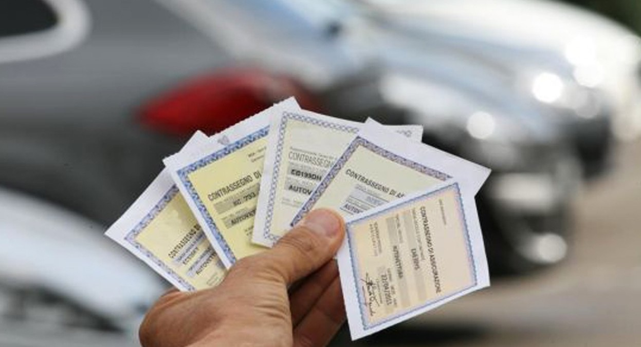 Assicurazione temporanea per auto e moto: conviene?