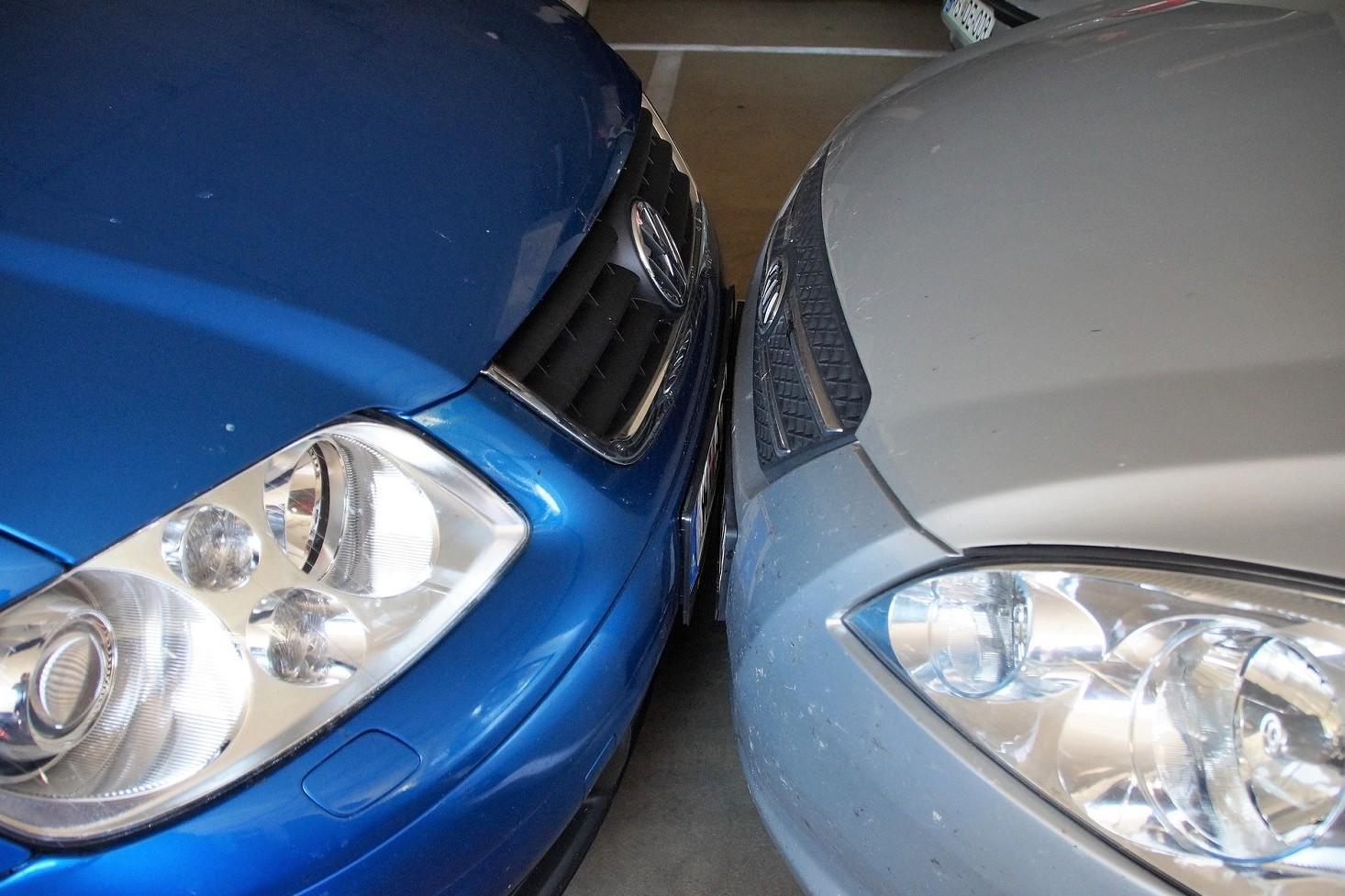 Auto in condominio danneggiata, segnata in parcheggio. Cosa fare per incidente e risarcimento