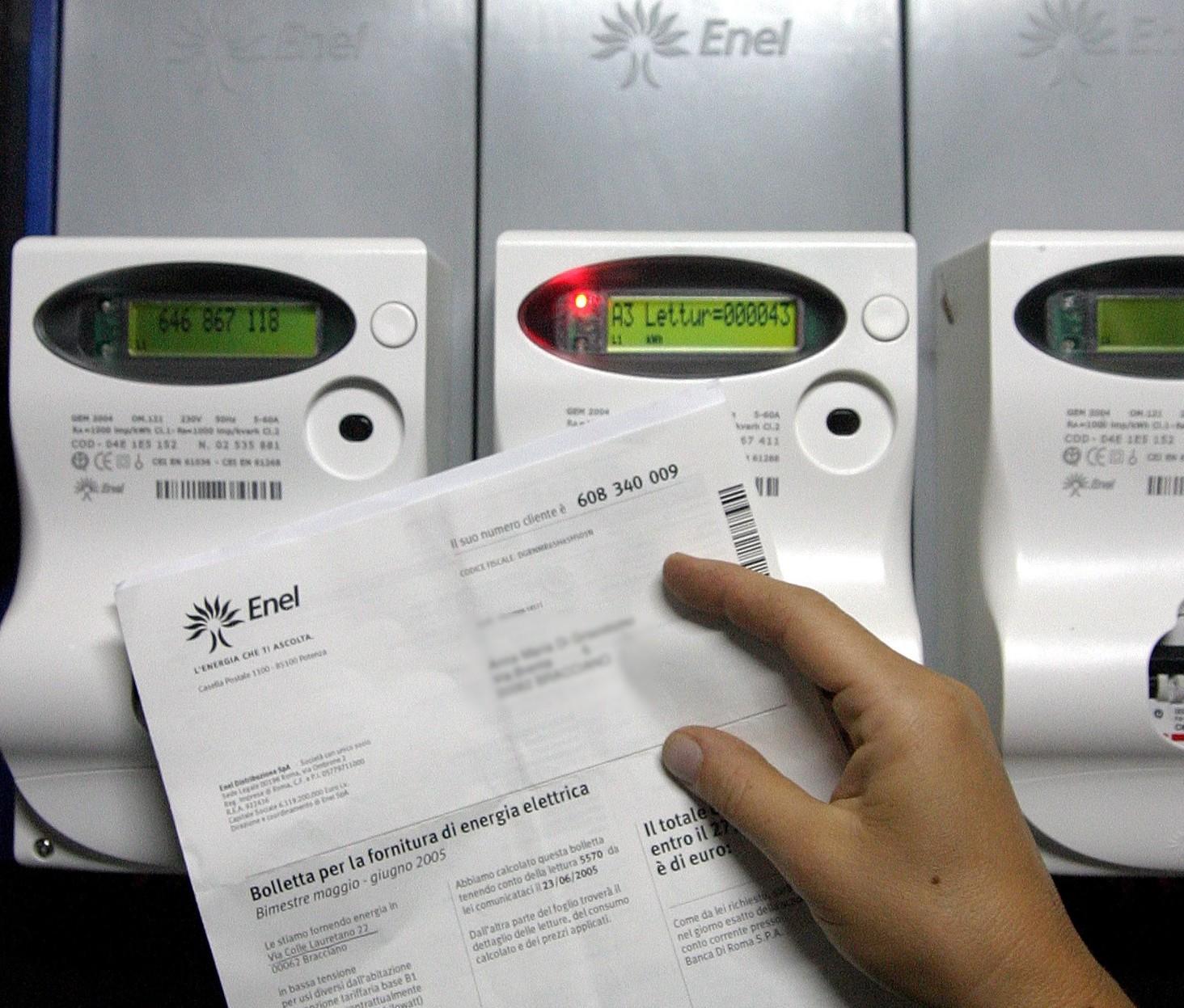 Bollette non pagate: dopo quanto staccano luce e gas
