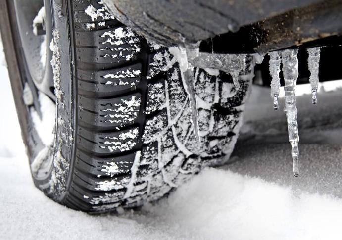 Cambio gomme invernali: obblighi di legge e sanzioni