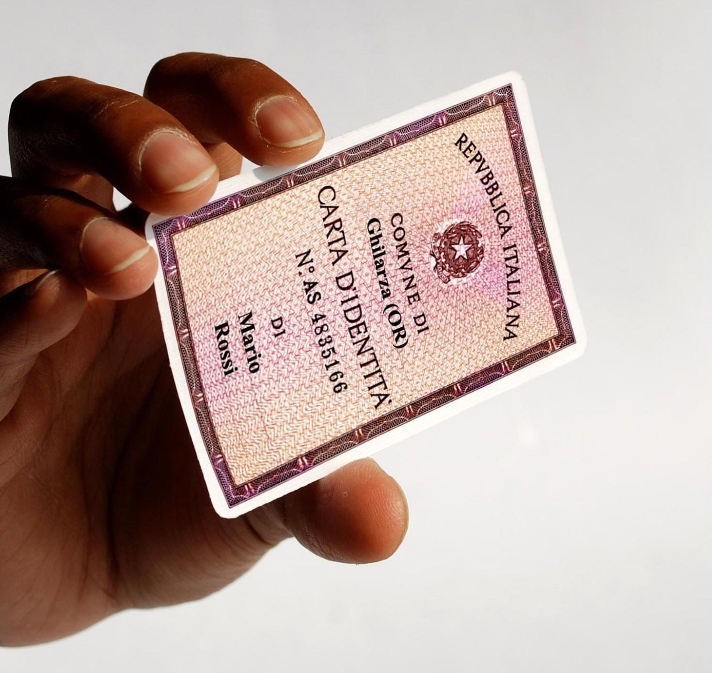 Carta identità rovinata quando è valida o no. Tutti i casi