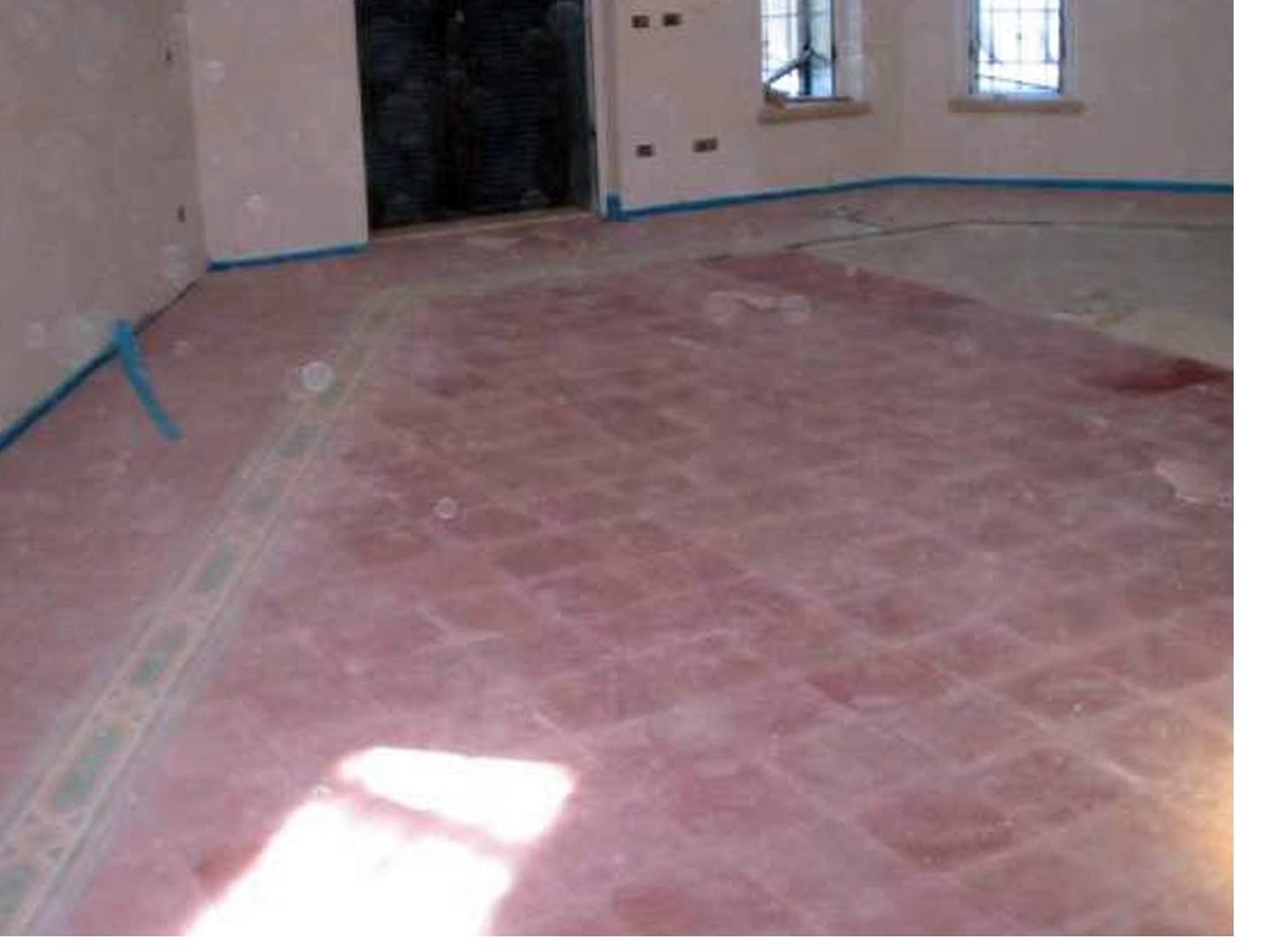 Chi paga riparazione di un pavimento della casa tra inquilino e proprietario