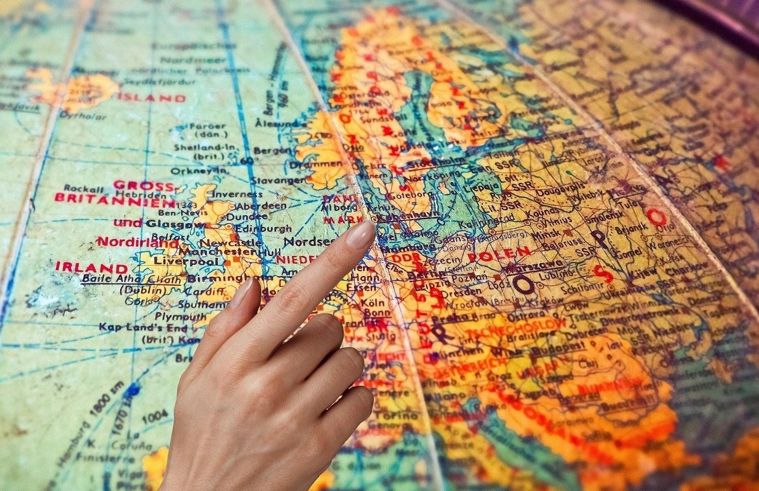Come trasferire la residenza all'estero con lavoro in Italia