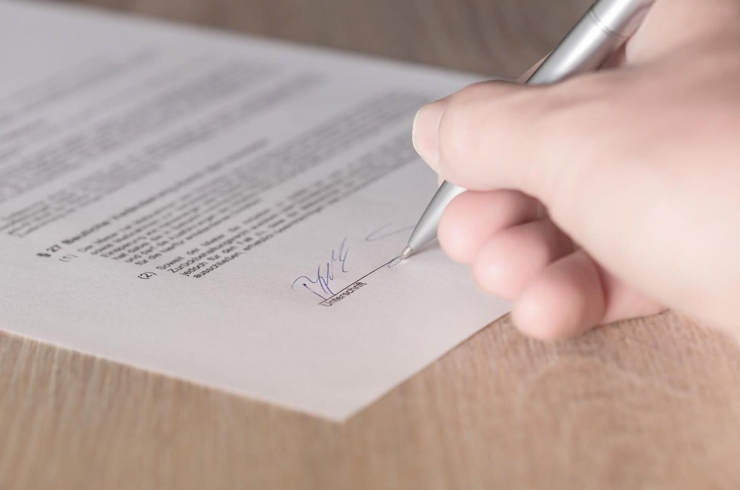Compromesso acquisto casa diverso da contratto finale rogito. Quali clausole prevalgono