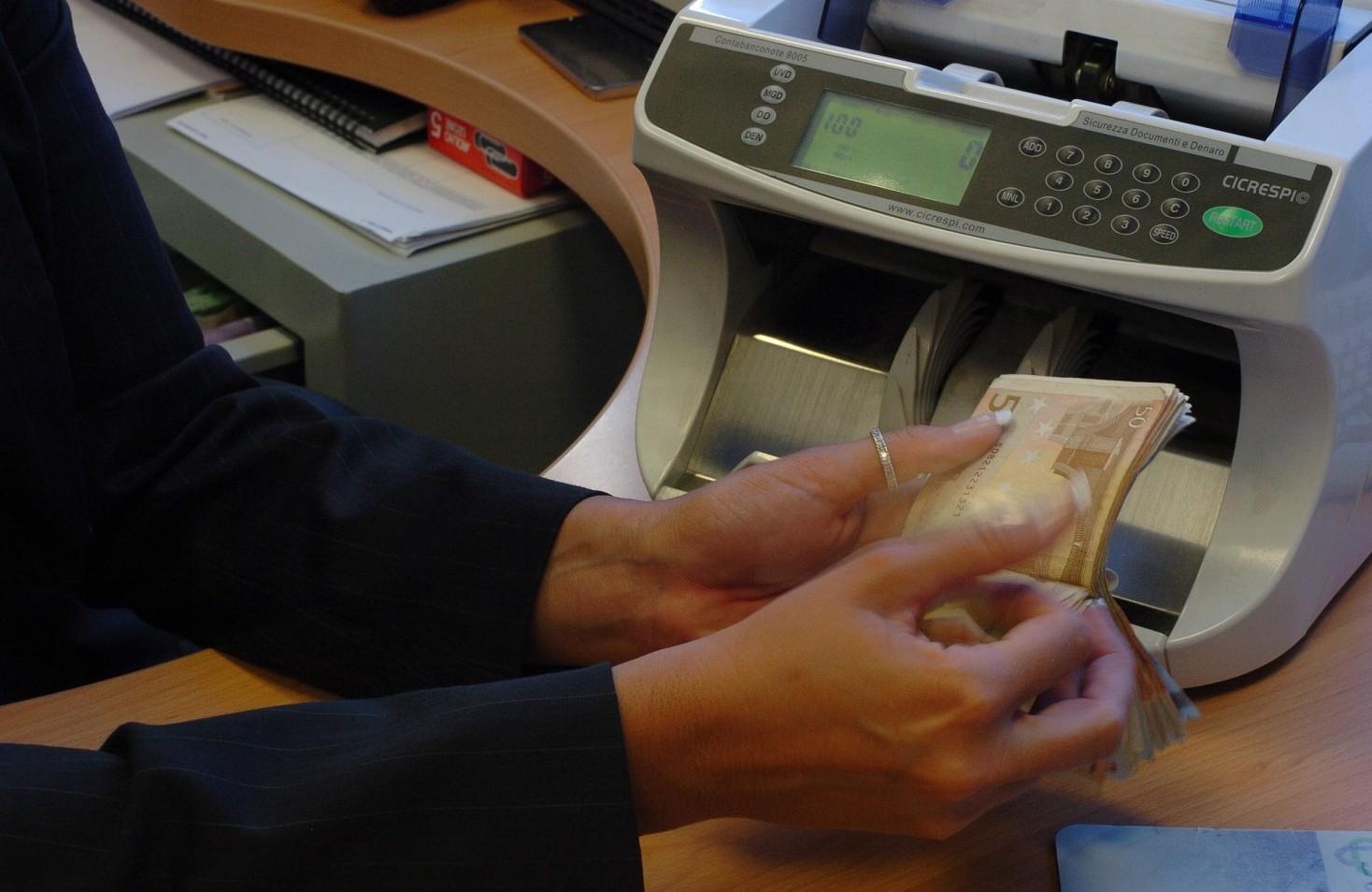 Contratto bancario stipendi, livelli, ferie, permessi, malattia, licenziamento, straordinari