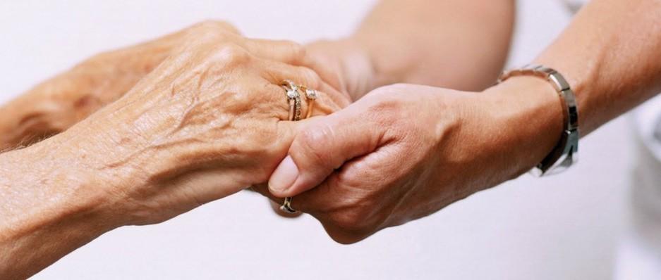 Contratto colf e badanti: busta paga, ferie, malattia