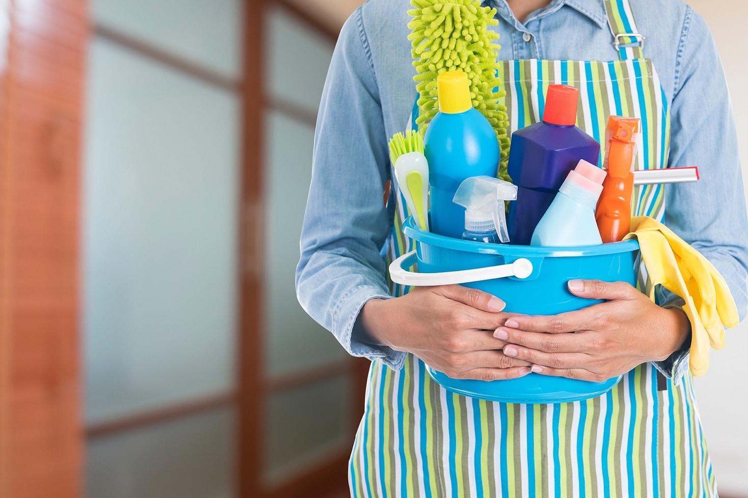 Contratto lavoro domestico stipendi, mansioni, livelli, permessi, ferie, malattia, licenziamento