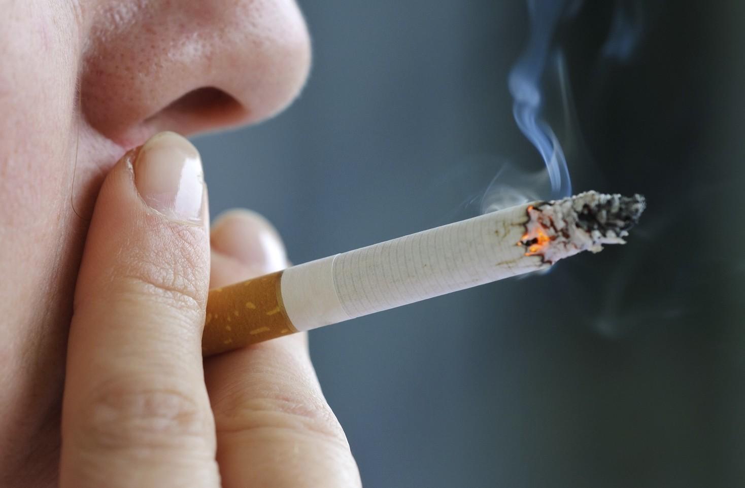 Fumare su scale, in ascensore, cortile o pianerottolo condominio si può o vietato