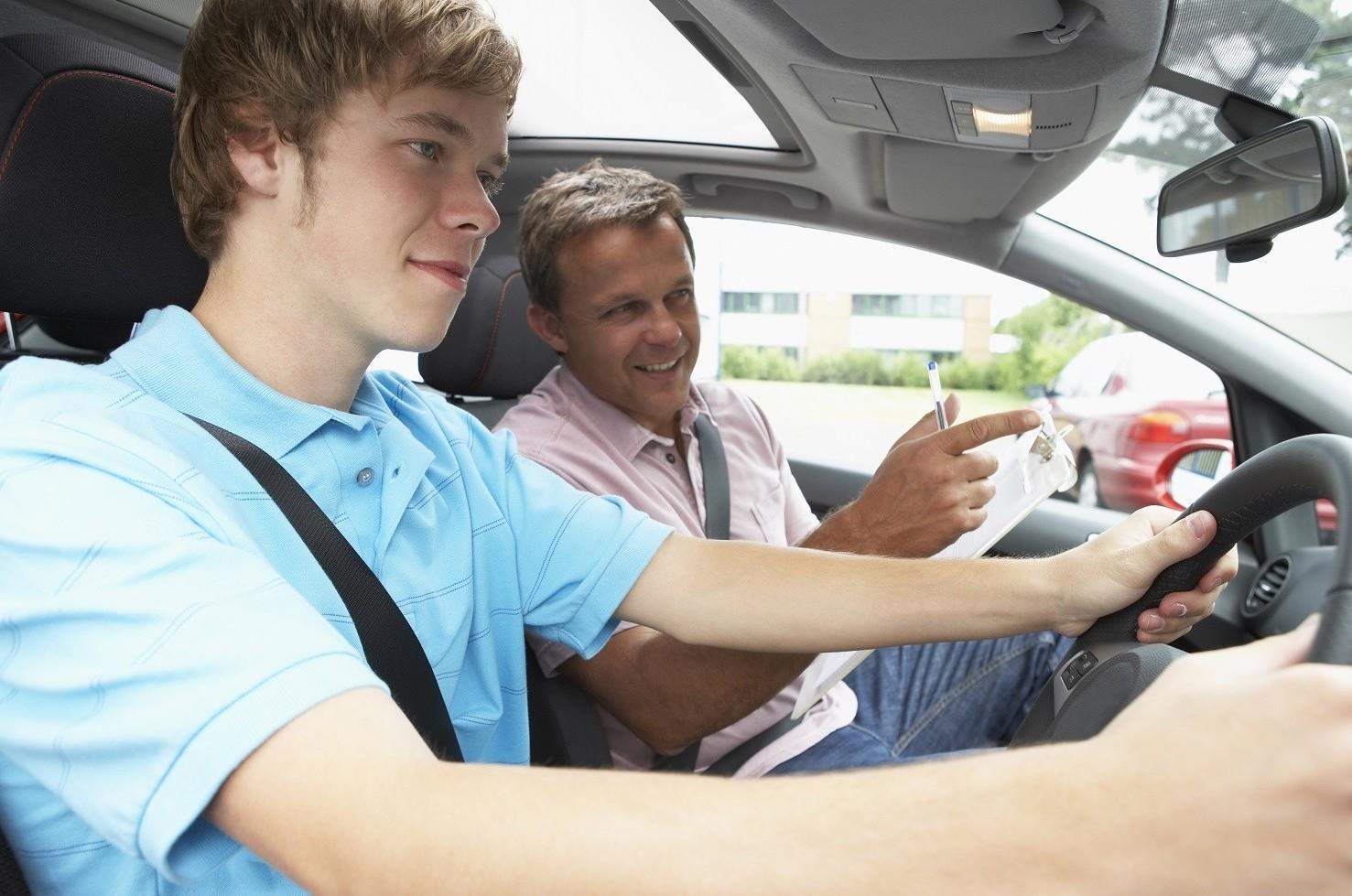 Guida con foglio rosa: dove guidare e con quali auto?