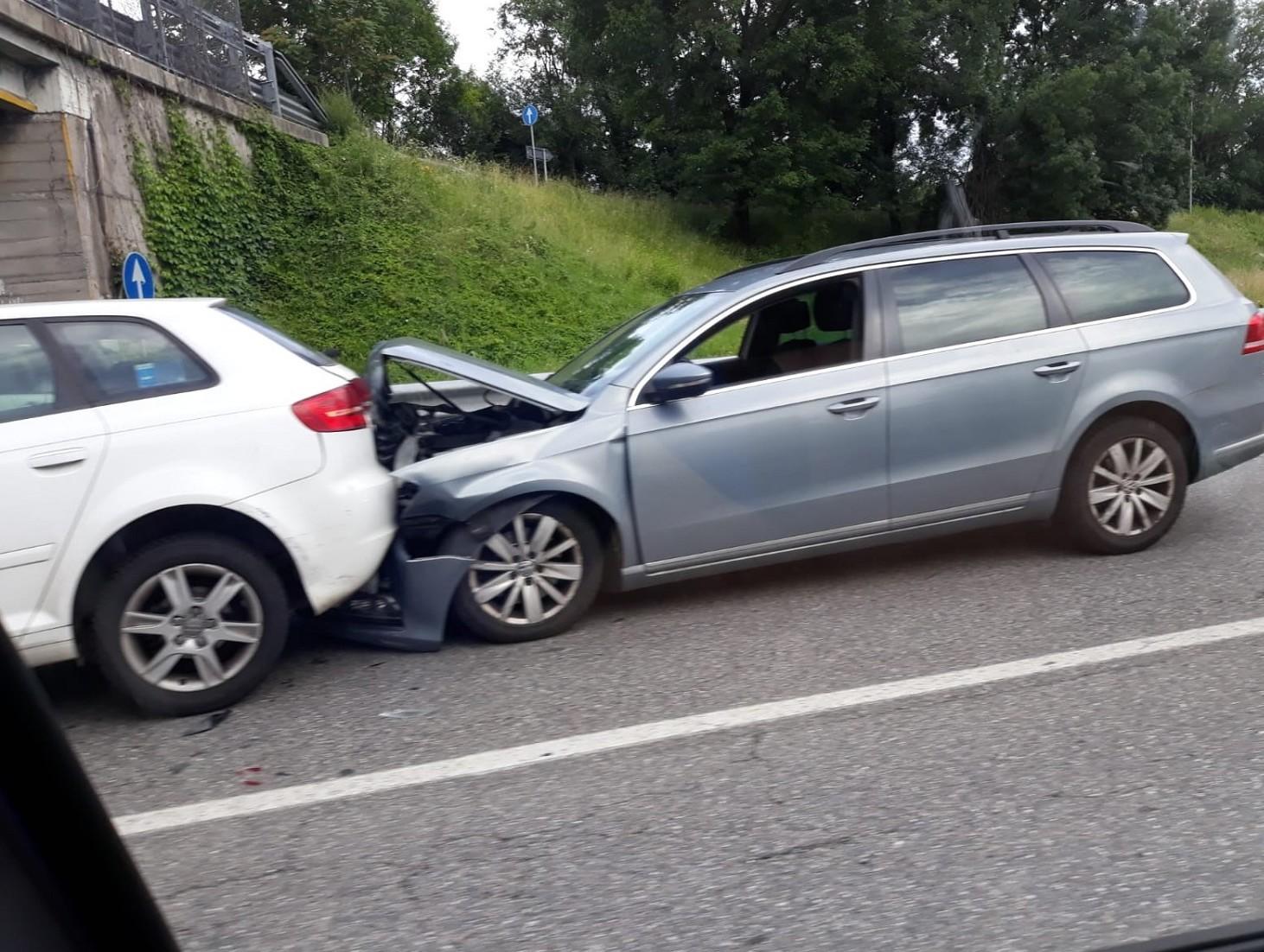 Incidente stradale, il passeggero dell'auto può testimoniare o no. Quando e come