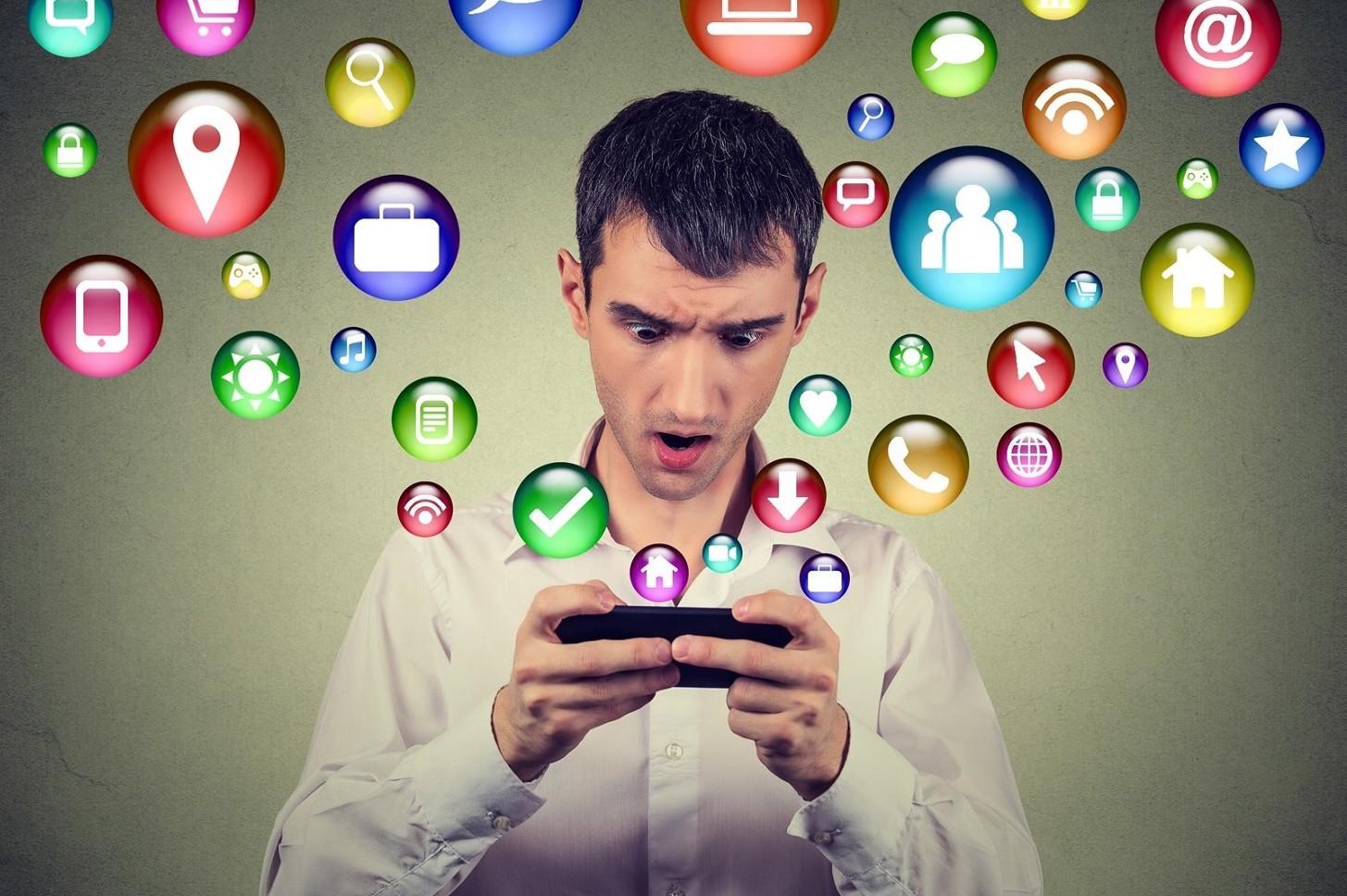Insulti e offese online su Internet su Facebook, WhatsApp o email quando sono reato