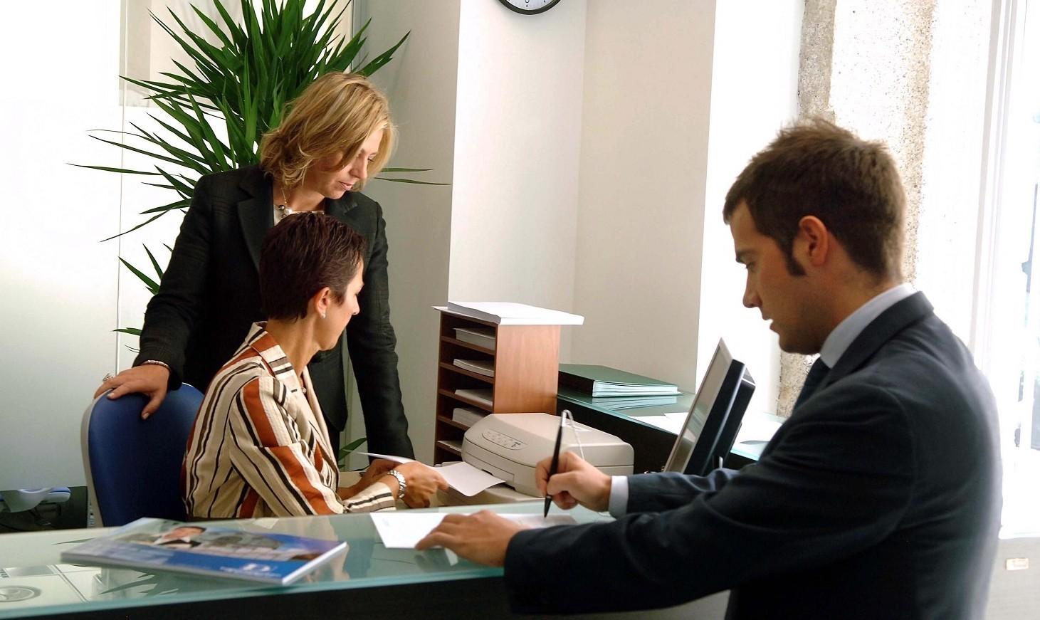 Lavorare in banca, come funziona contratto, regole e leggi attuali