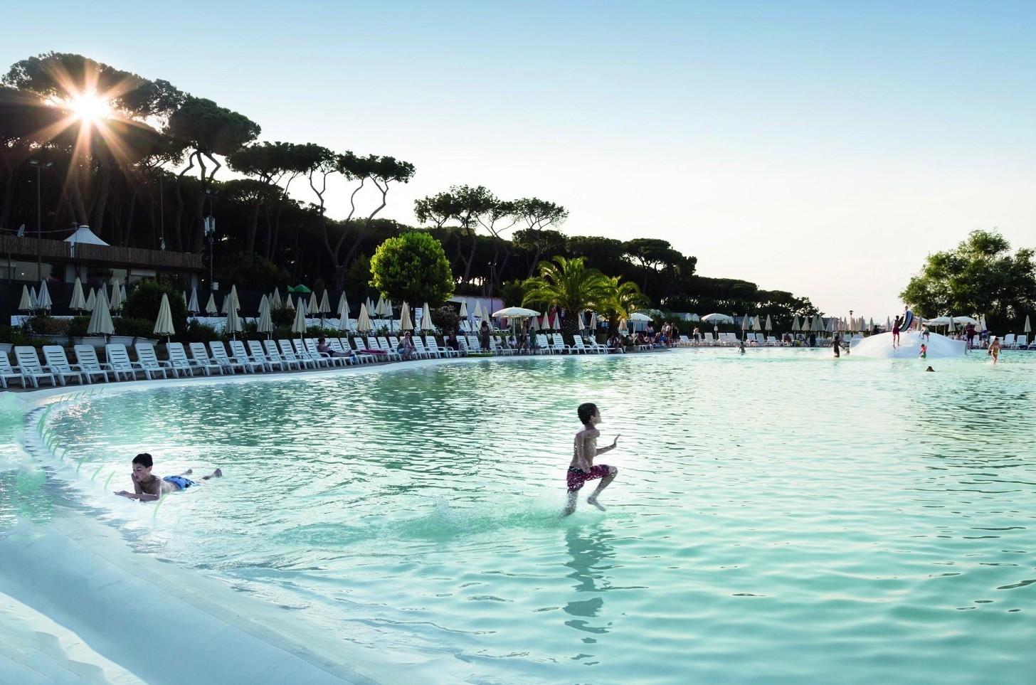 Lavorare nel turismo, come funziona il contratto 2020 e le leggi in vigore