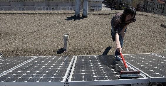 Manutenzione e pulizia dei pannelli fotovoltaici