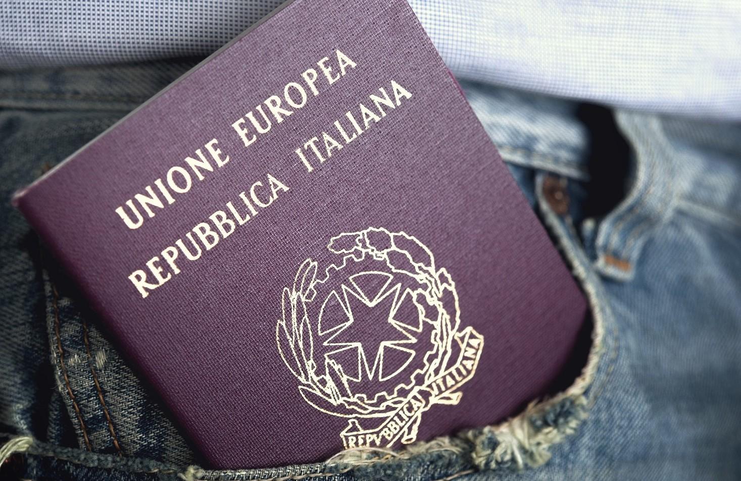 Modello delega ritiro passaporto 2020 editabile in pdf da scaricare. Cosa scrivere