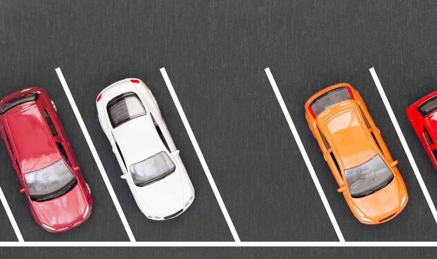 Parcheggio auto condominio, se auto parcheggiata male è violenza privata