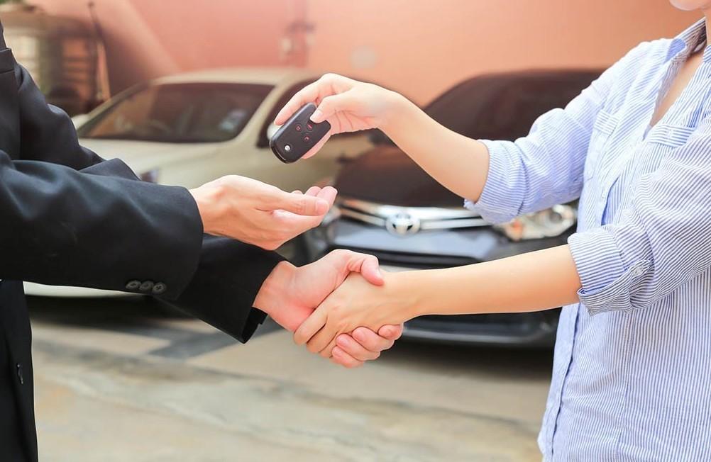 Passaggio di proprietà auto: ecco l'iter da seguire