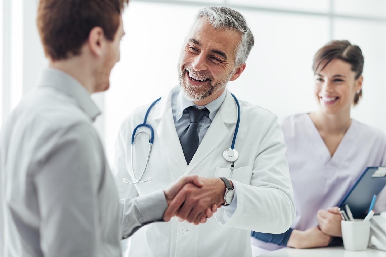 Pensioni anticipate medici, come si può andare prima con regole Enpam
