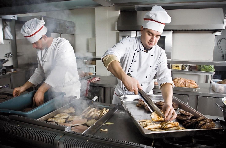 Quanto guadagna un cuoco, stipendi medi 2019-2020 per diversi livelli, ristoranti e alberghi