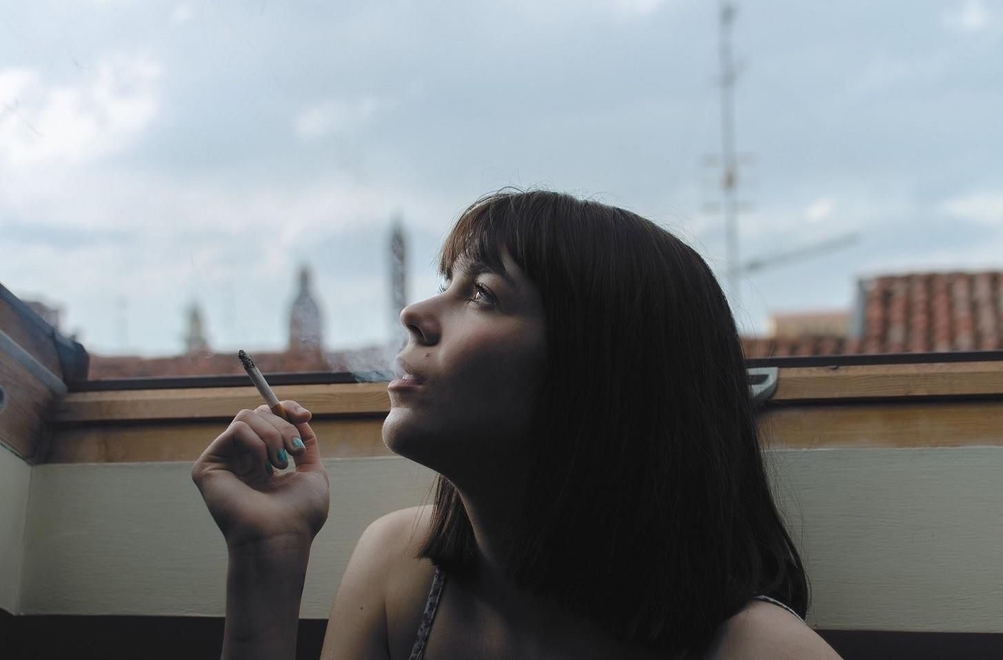 Si può fumare sul balcone o è vietato secondo leggi vigenti attuali
