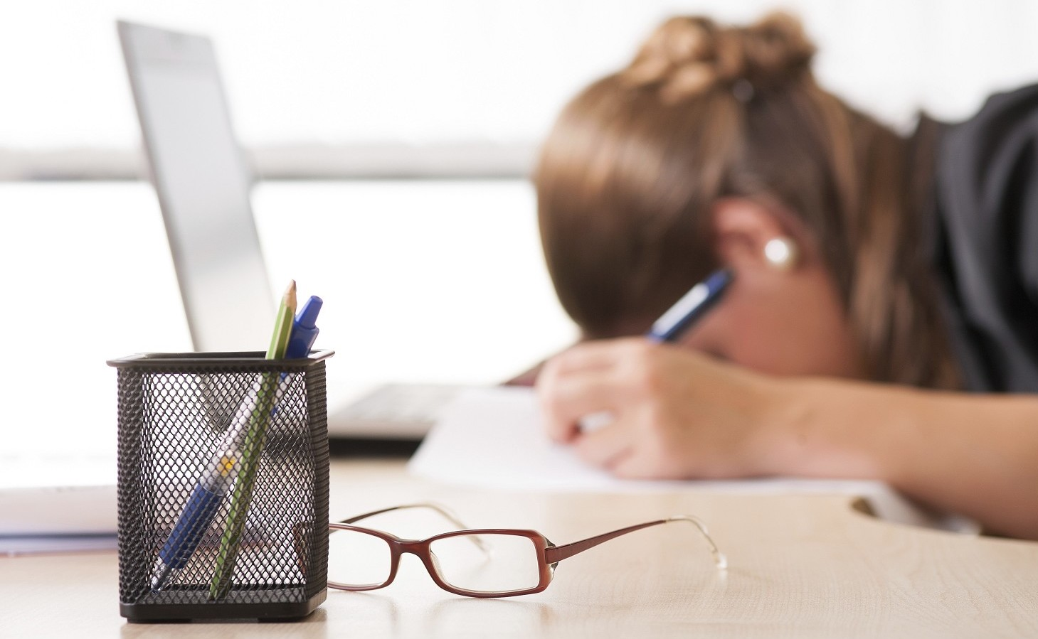 Stanchezza e sonnolenza: cause e rimedi naturali