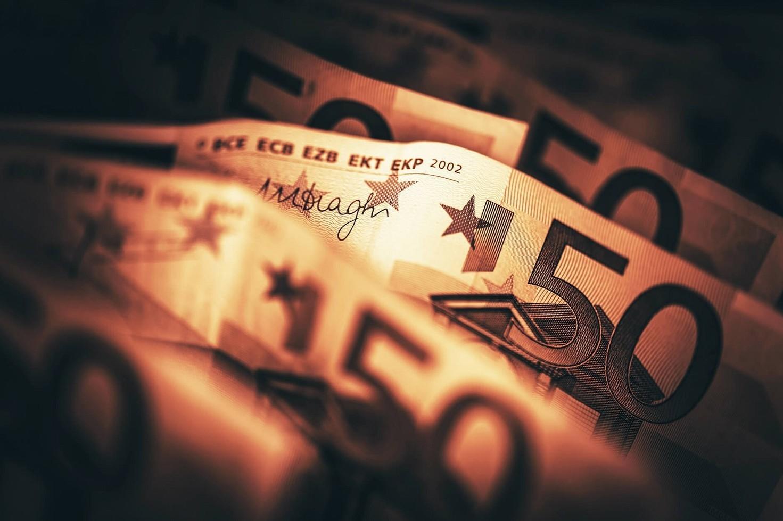 Trasferire soldi tra parenti, come fare senza rischi