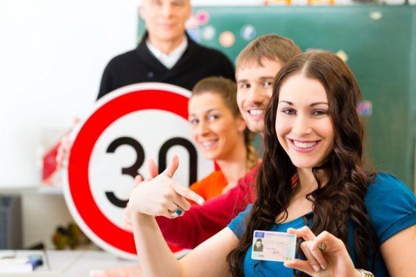 Tutti i limiti di guida dei neopatentati