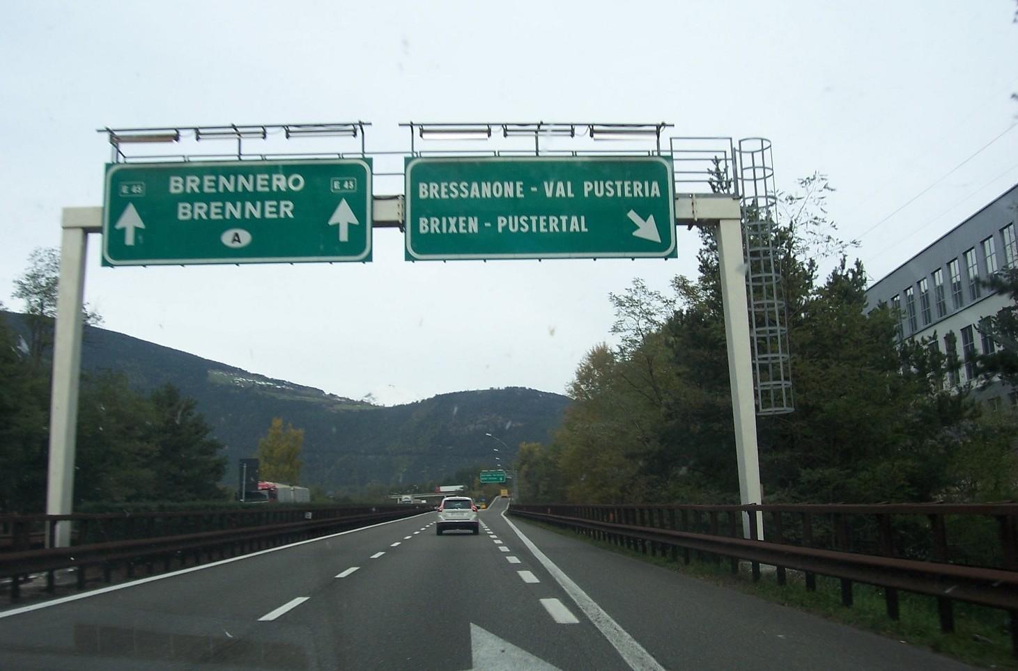 Viaggiare su autostrade austriache, costi e pedaggi. Come funziona la vignetta