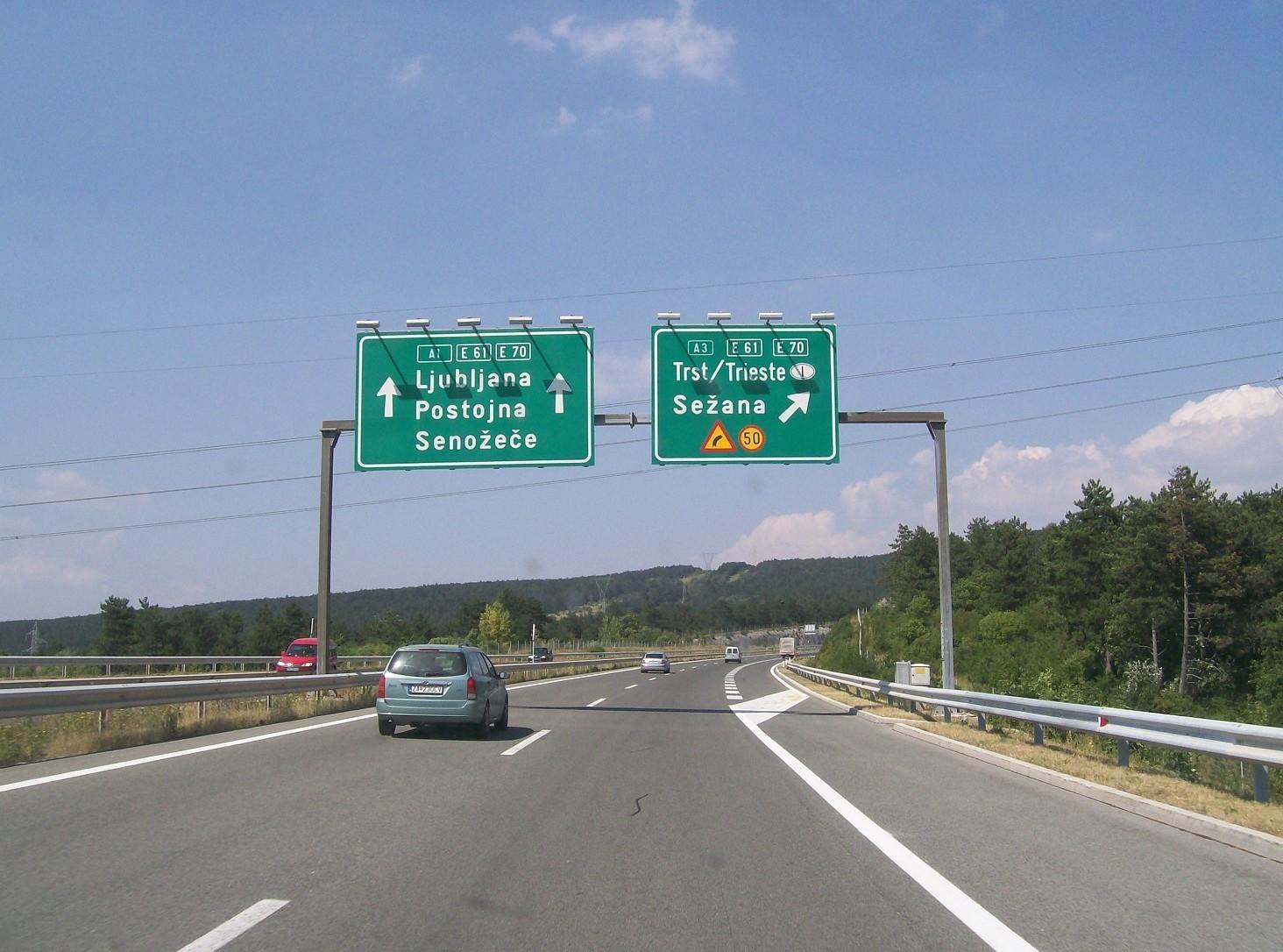 Viaggiare sulle autostrade e strade slovene: costi, pedaggi, regole. Dove comprare bollino-contrassegno