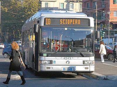 Sciopero domani venerdì Napoli, Genova a