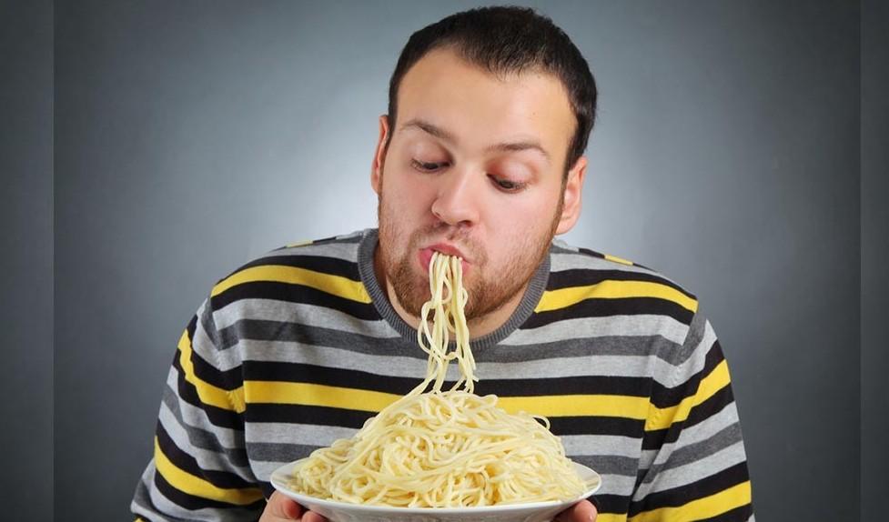 Abbuffarsi, mangiare troppo pu� deterior