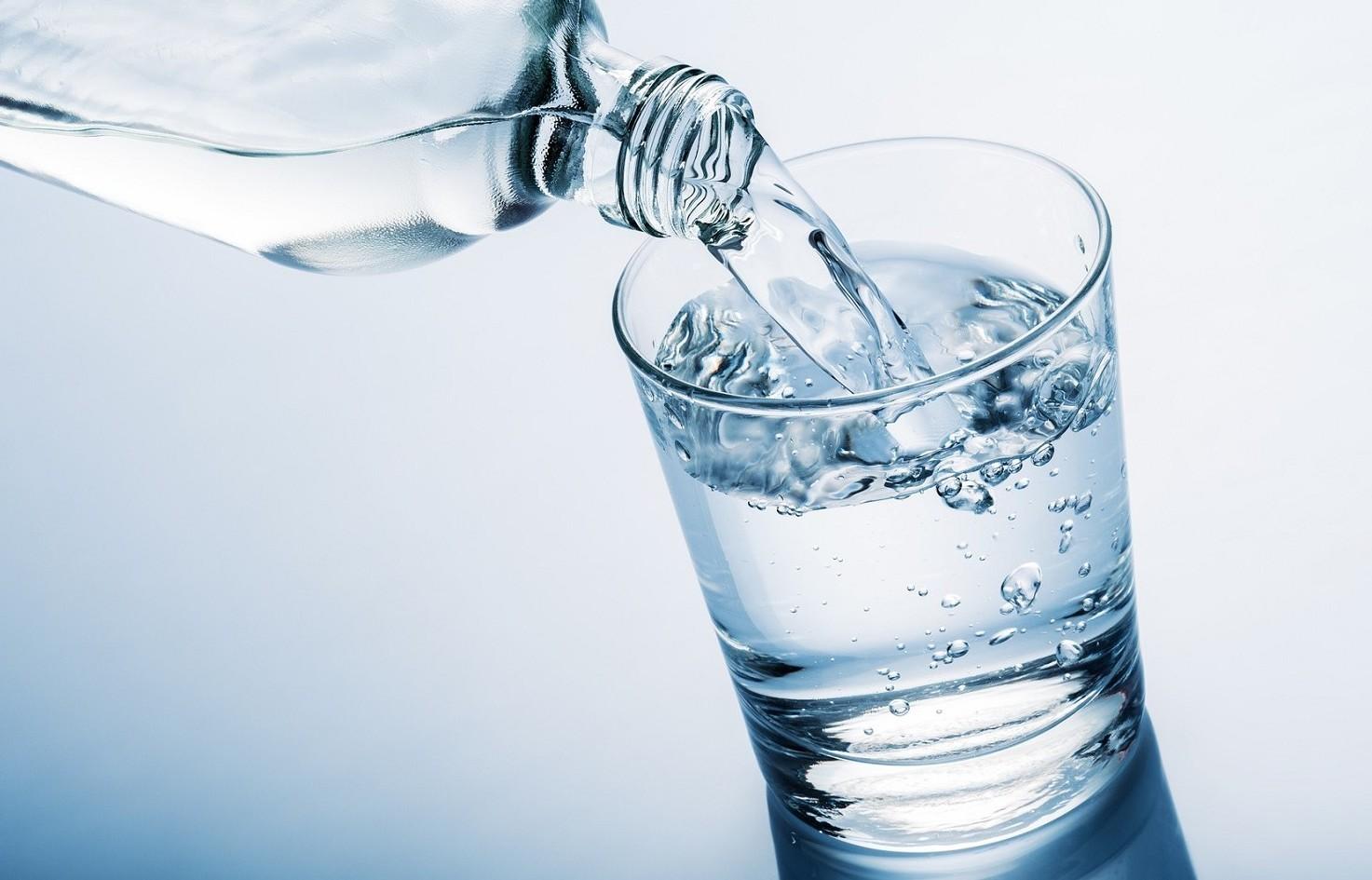 Acqua minerale contaminata da patogeno.