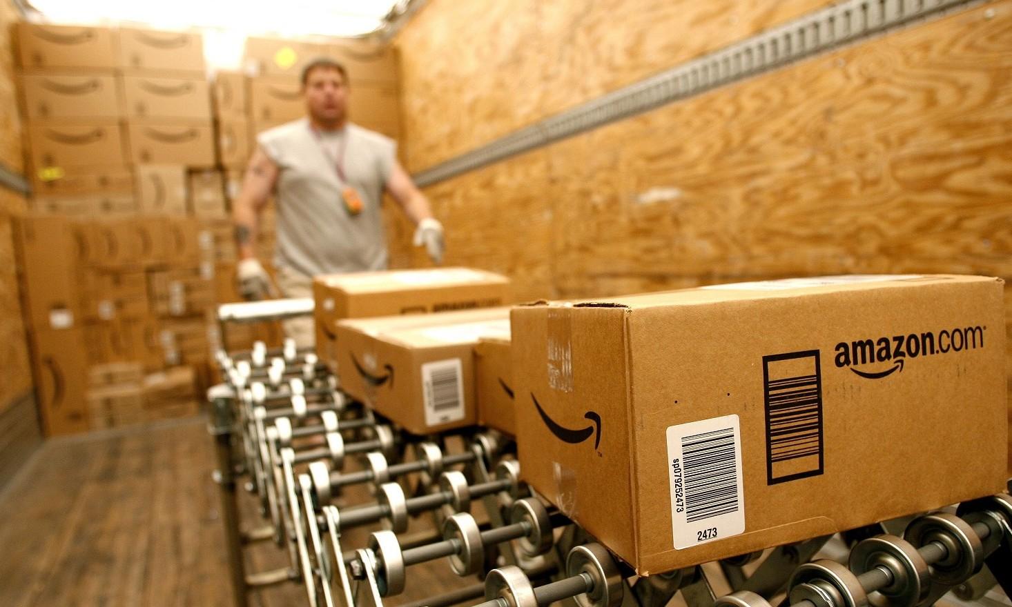 Amazon diventa corriere, dalle vendite a