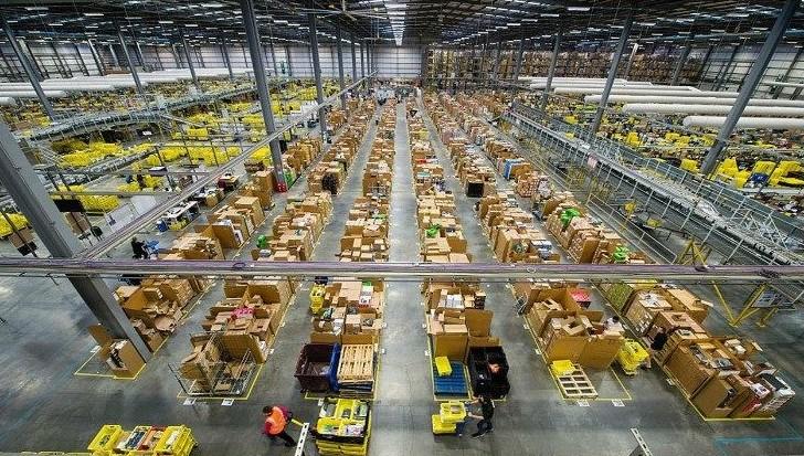 Amazon, gabbia per i dipendenti. Tutta l