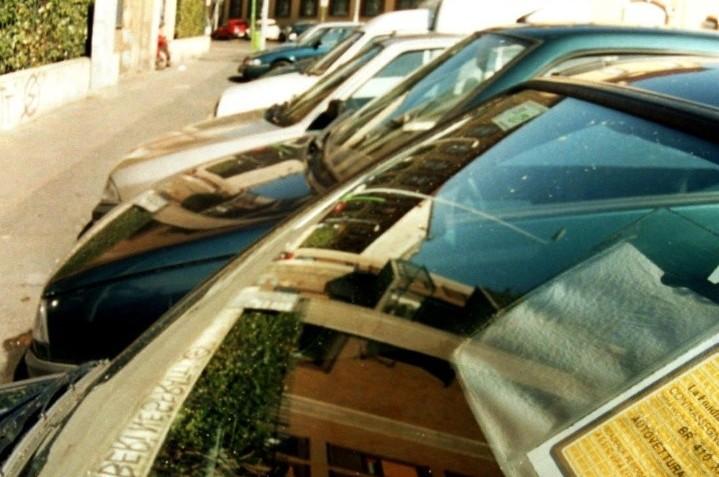 Assicurazioni, rc auto cala prezzo medio