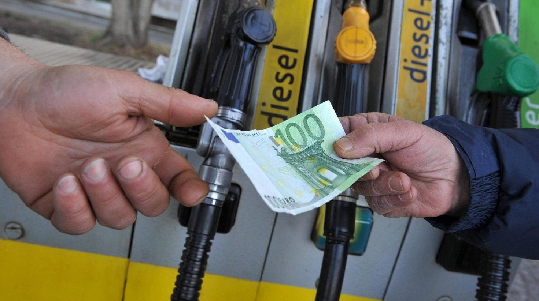 Aumento iva e prezzi carburanti conferma