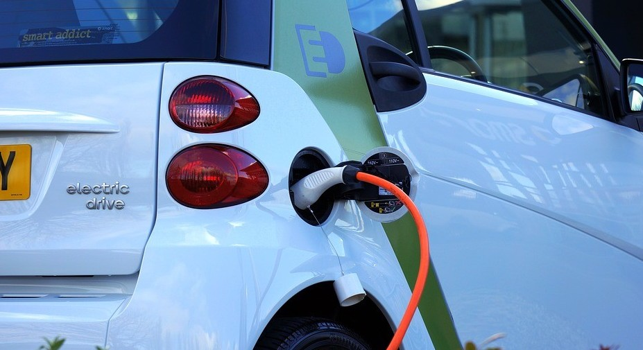 Auto elettrica, nuovi target europei. Ec