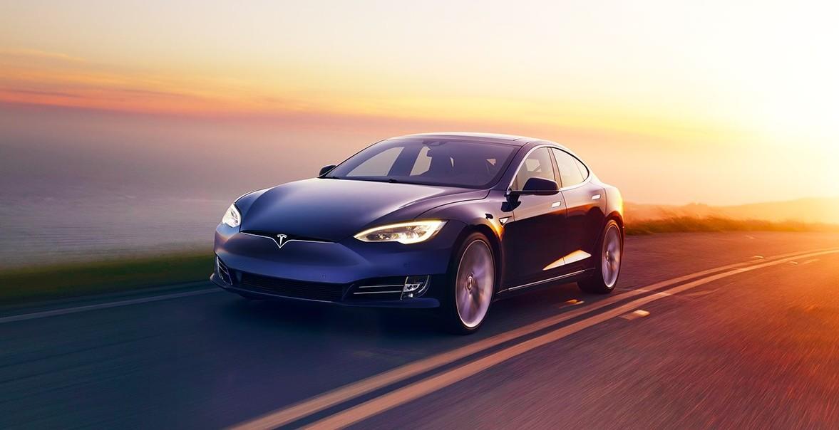 Auto elettrica: dominano Tesla e le cine