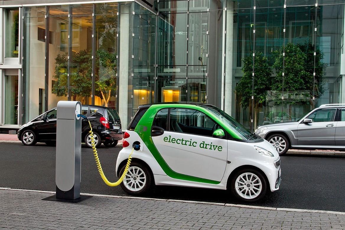 Auto elettriche al via rivoluzione in It