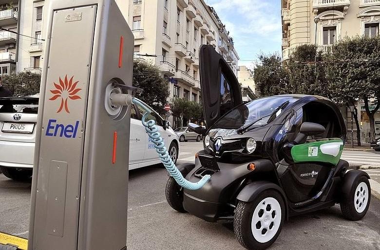 Auto elettriche, Enel installa colonnine