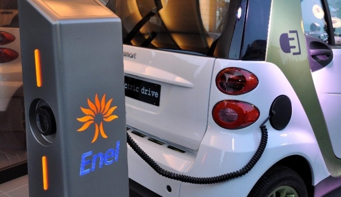 Auto elettriche: fermento, invenzioni, t