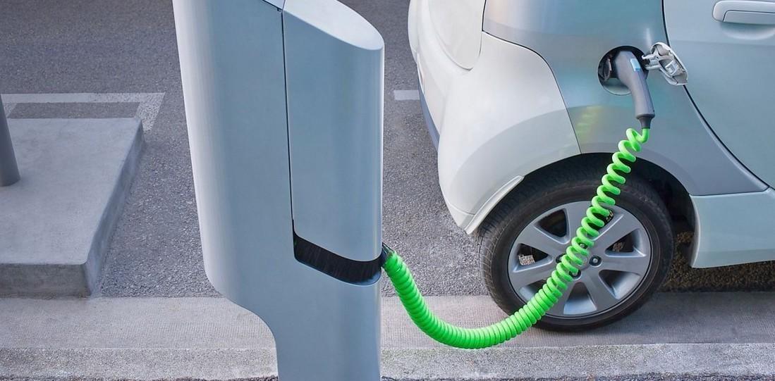 Auto elettriche: batterie ricarica e col