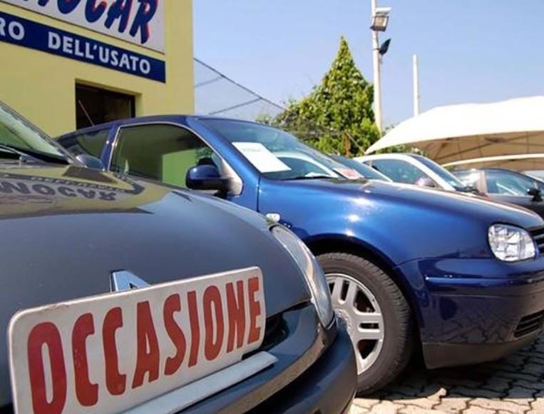 Auto usata comprare da un concessionario
