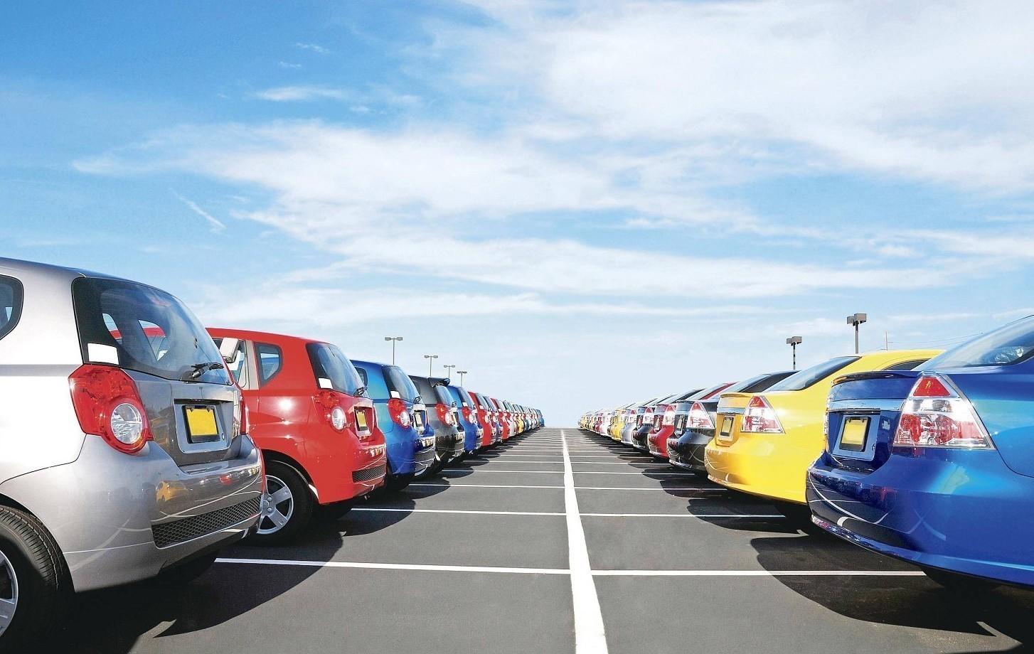 Auto usate: et� media veicoli e costi. I