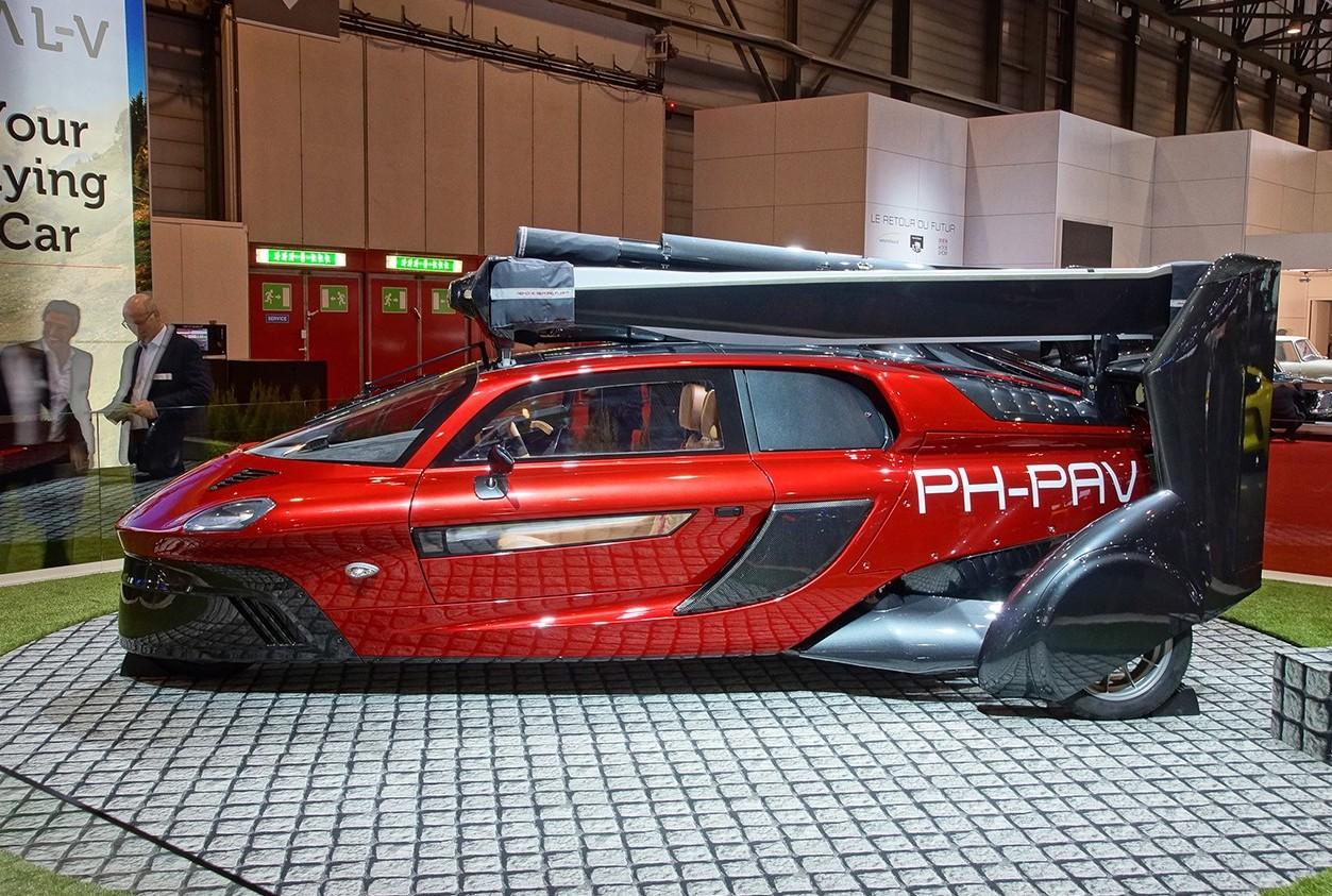 Auto volante: presentata al Salone di Gi