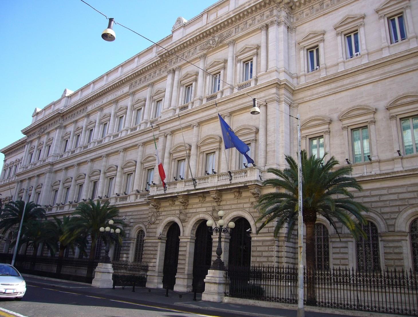 Banca d'Italia: banche concedono più