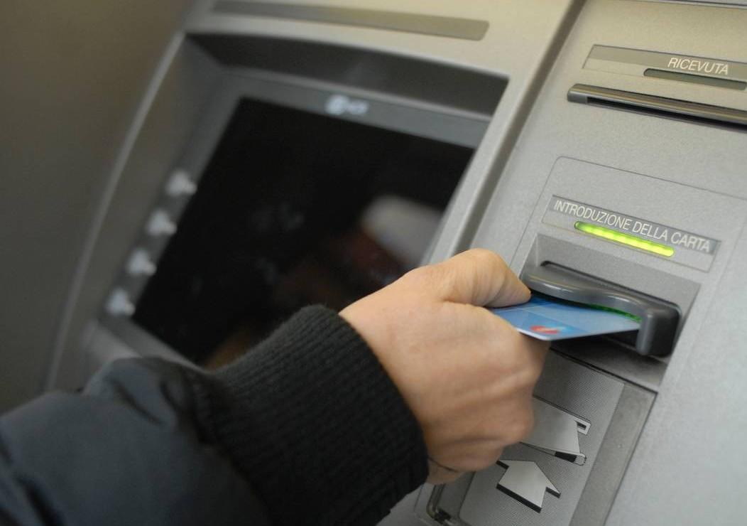 Bancomat clonato, cosa fare quando ce ne