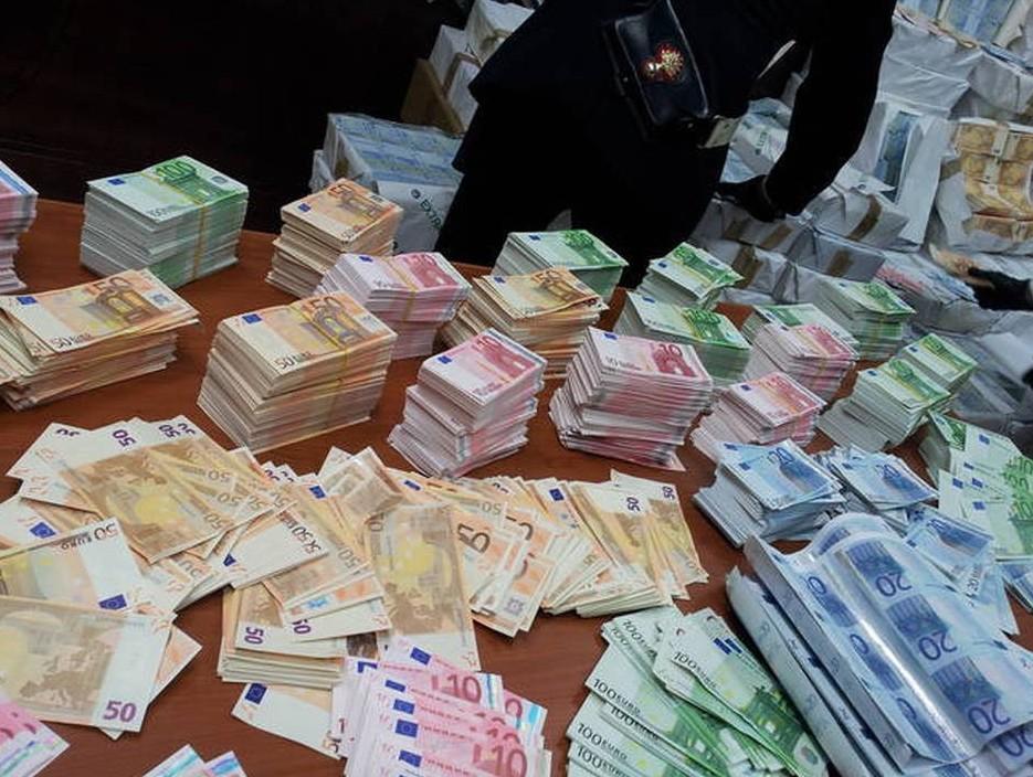 Banconote false così come le monete, tru